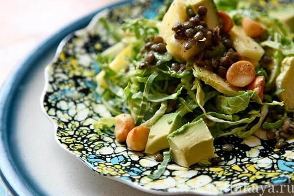 салат из авокадо с беконом